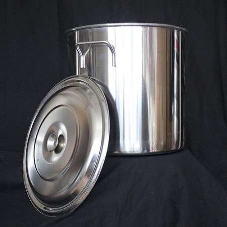 STAINLESS STEEL STOCK POT, 32 QT. WITH LID